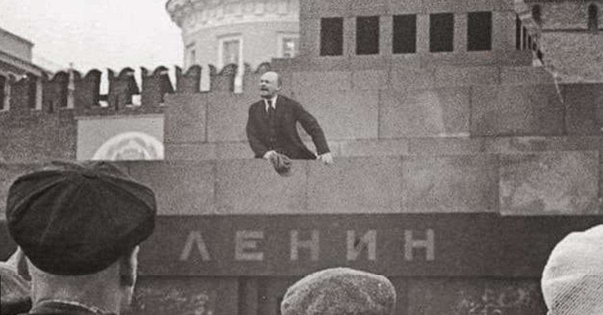 Ленин на Мавзолее прикол