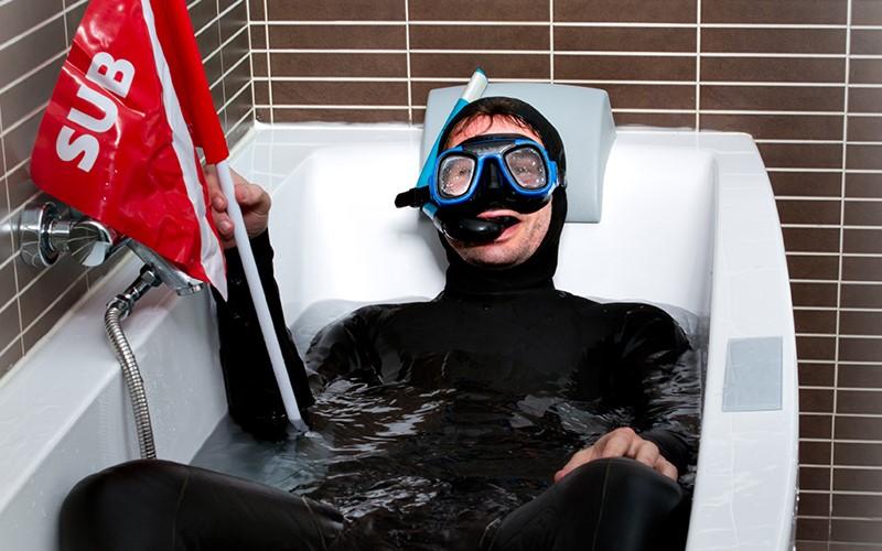 аквалангист в ванне